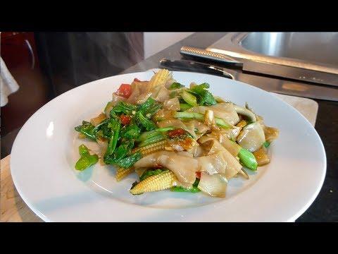 Pad Kee Mao Recipe (Drunken Noodles) ผัดขี้เมา - Hot Thai Kitchen!